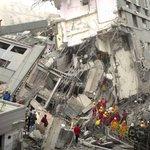 【台湾南部で大地震】5人死亡、300人以上が負傷。台南市では16階建てビルが倒壊(UPDATE) https://t.co/iousH8LhD3 https://t.co/Ek2pFPBXT5