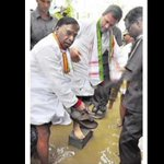 Senior Dalit leader Narayanasamy was made to carry RGs slippers. What else can we expect of #AntiDalitCongress? https://t.co/3nvtLj2WRB