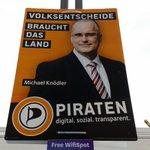 Ich hänge vor dem Rathaus in #Stuttgart #PIRATEN https://t.co/8y5KVNkIR5