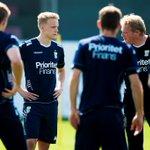 Islänningen Hjörtur Hermannsson tränar med #ifkgbg. Mats Gren: Vill ha in en mittback. https://t.co/pQthnvLGwI https://t.co/5thxZcnHdw