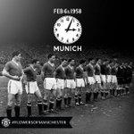 Il y a 58 ans, 8 joueurs et 3 membres du staff de MU perdaient la vie dans un accident davion à Munich. #RIP https://t.co/SZuQkYM4l4