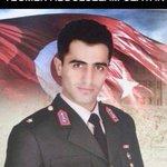 Teğmen Abdulselam Özatak. 9 kardeşini okutuyordu. Gönüllü olarak Sura gitti. Şehit düştü. Kahramanlık,adamlık... https://t.co/zllN8yDyfc