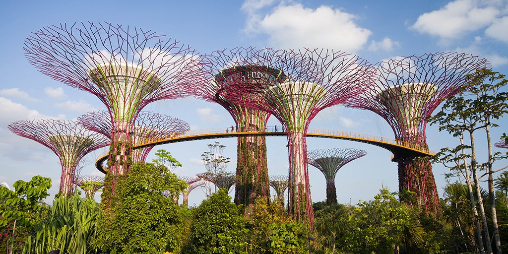 From magnificent gardens to vibrant rainforests, read on for must-see sights in Singapore.