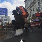 В Москве на Кутузовском проспекте упал строительный кран https://t.co/205vmDAdWZ https://t.co/IpsweXAZNt