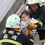 Limage qui réchauffe les cœurs à chaque tragédie... #Taiwan https://t.co/89Qmb3fsTN