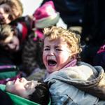 مصور تركي يرصد صور توافد السوريين الفارين بالالاف من معارك #حلب الى المعابر التركية المغلقة #سوريا #تركيا https://t.co/BVC7NahKKN