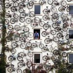 Satın aldığı bisikletlerle evinin dışını süsleyen bir Danimarkalı. https://t.co/84BKkA7Sis