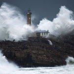 Arreando muy duro el temporal por el NW de España. Y aun no entro de verdad. https://t.co/rwfUyTdkFq