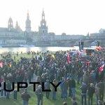В Дрездене проходит массовый протест против «исламизации Европы» – ПРЯМАЯ ТРАНСЛЯЦИЯ https://t.co/jwXtY5VjMM https://t.co/rYJc9KboIv