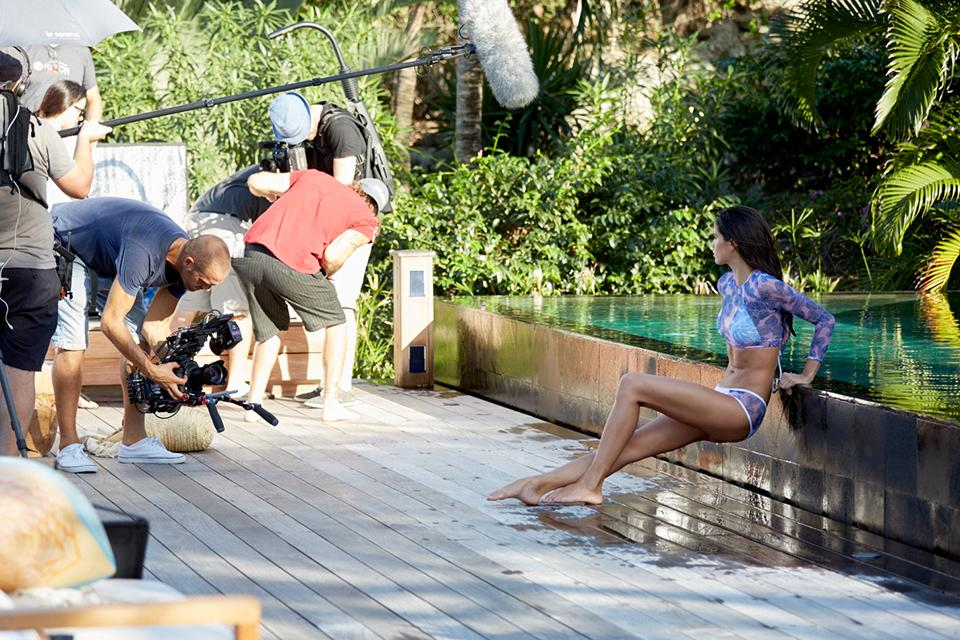 Crop it like it's hot: @SaraSampaio #bts at the #VSSwimSpecial.???? https://t.co/i1qcDiG6Mm