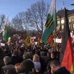 Тысячи митингующих в Дрездене требуют отставки Ангелы Меркель и запрета ислама в стране https://t.co/9Ih0q9RjcL https://t.co/2KtzMkc738