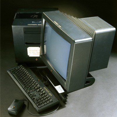 This is the #computer that the entire World Wide Web used to live on! That of Tim Berners-Lee. #tech https://t.co/mijfB6NXTR
