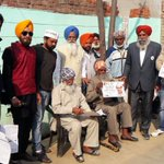 AAP volunteers in Fatehgarh Sahib campaigning door-to-door to reach out to every family in Punjab. #ParivarJODO https://t.co/NIefURYlIV