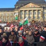 Тысячи митингующих в Дрездене требуют отставки Меркель https://t.co/f7QyzhrasX https://t.co/ZnUrue2E3d