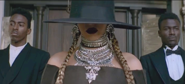 BEYONCE JUST DROPPED THE WEIRDEST SONG. Formation! #beyonce #superbowl #FTW #Formation https://t.co/SceMBk3YZB https://t.co/3RFHITduYY