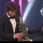 """FELICIDADES @pabloalboran por ganar el @PremiosGoya a """"Mejor canción original"""" por la canción de #PalmerasEnLaNieve https://t.co/D9jU88NUgI"""