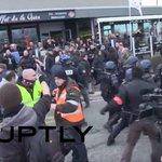 Опубликовано видео задержания участников акции протеста в Кале https://t.co/qSWKkUucuD https://t.co/WmSnWvn6y1