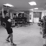 Para estar bien en el escenario, mi trabajo comienza cada día con deporte y alimentación sana. https://t.co/WZWavg6qkQ