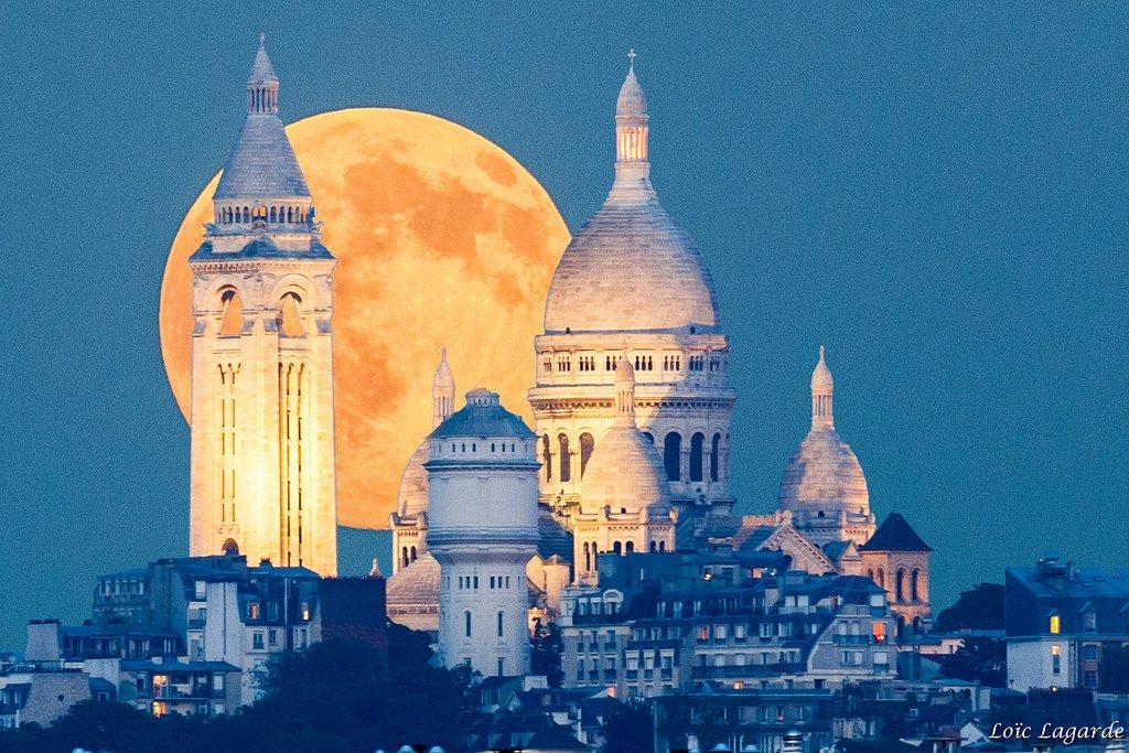 When the rising moon meet the Sacre Coeur, Paris | Photography by ©Loïc Lagarde https://t.co/8eU6jDQBt9