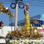 Hermosa y radiante @marcelagarciacp homenajeando a nuestro Gabo has hecho de este carnaval #UnaSolaGozadera. https://t.co/botWS4LFVZ