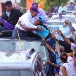 La gente quiere abrazar y tocar a su presidente @DaniloMedina . #DaniloVueltaAlLago . @ElicFernandez @ARosarioM https://t.co/1qPlCyid1n