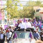 La gente quiere abrazar y tocar a su presidente @DaniloMedina . #DaniloVueltaAlLago . @ElicFernandez @TheHardse https://t.co/ATmTxmqn4B