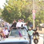 La gente quiere abrazar y tocar a su presidente @DaniloMedina . #DaniloVueltaAlLago . @ElicFernandez @DeMayoAMayo https://t.co/ZkvdLfEQd3