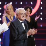 Mariano Ozores, recibe su Premio Goya de Honor por toda una vida dedicada al cine. #Goya2016 https://t.co/hPyIU2X4Wh