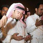 صورة لرئيس الأهلي مساعد الزويهري وهو يودع والده رحمه الله .. أخشى من رؤية الصورة مستقبلا في تغريدات للسخرية . https://t.co/CYGGRdPJsd