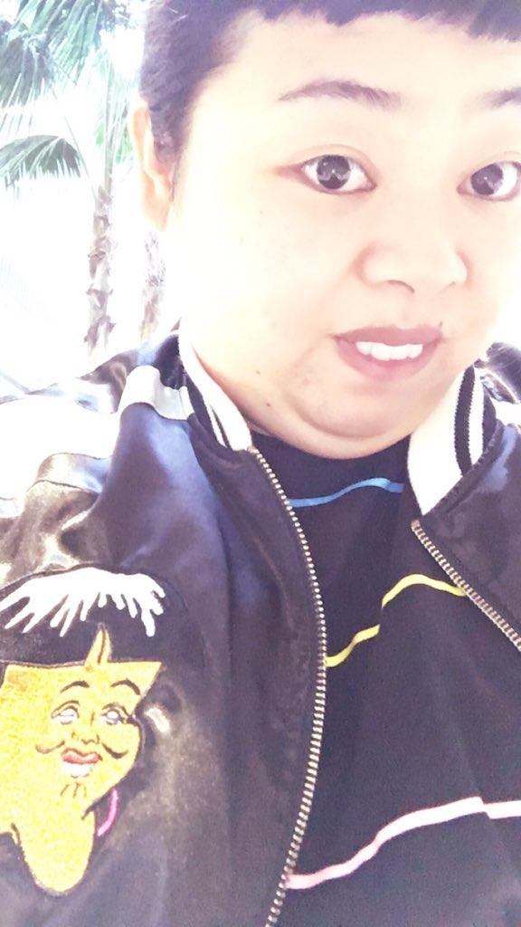 おはようございます。 只今ロサンゼルスに到着しました。 一人旅。 パスポート写真が金髪なんだけど 「今の黒より金髪の方がいいじゃん。変えな髪色!今のは似合わない。黒髪やめな!」と入国審査で謎の審査されました。がびーん https://t.co/2OMrOam4Nm