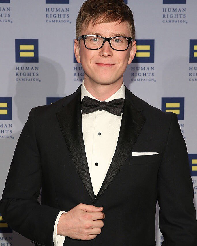 .@tyleroakley looking dapper in his #RedFleece tuxedo at tonight's #HRCNYC gala. @HRCGreaterNY @HRC https://t.co/K9a92WqEcP