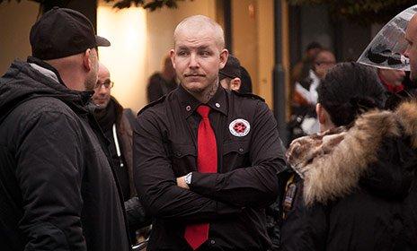 @kentekeroth @SvDledare Bild från demon. Gruppen Nationell Framtid på plats - i sin uniform. https://t.co/b4cEK4TBc9 https://t.co/RlAI2bOLdO