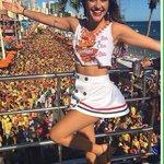 #Carnaval2016 A atriz Juliana Paiva aproveita o carnaval em grande estilo: em Salvador, no trio de Ivete Sangalo https://t.co/CsyMGYCs4k