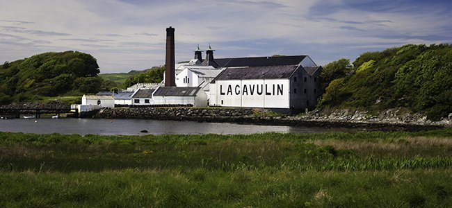 This week's Whisky Photo of the Week features Islay's @LagavulinWhisky - celebrating its 200th anniversary in 2016! https://t.co/XHAy5IMd35
