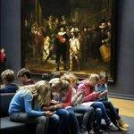 Así de graves estamos. Tienen a su lado una obra de Rembrandt, y la ignoran por estar mirando sus smartphones. ☹ https://t.co/M9A7Kx5Ktp