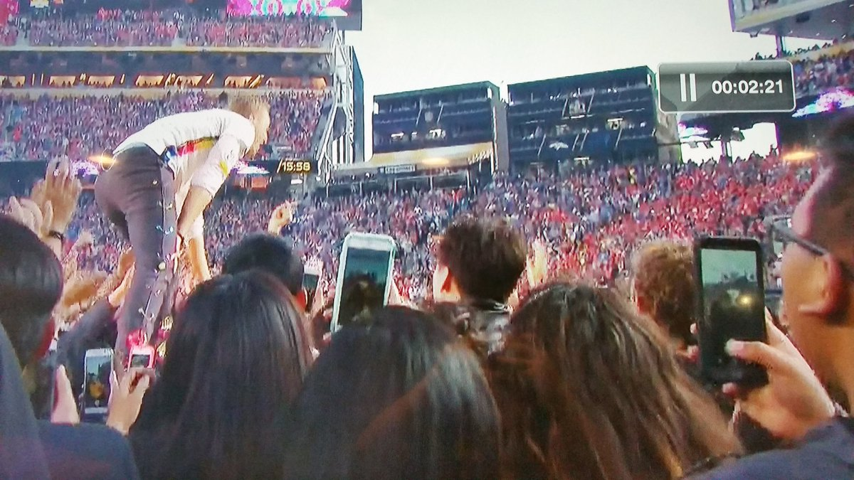 Look at all these poor souls shooting vertical video. Parents, don't let your kids grow up shooting vertical video. https://t.co/t81fMlAifa