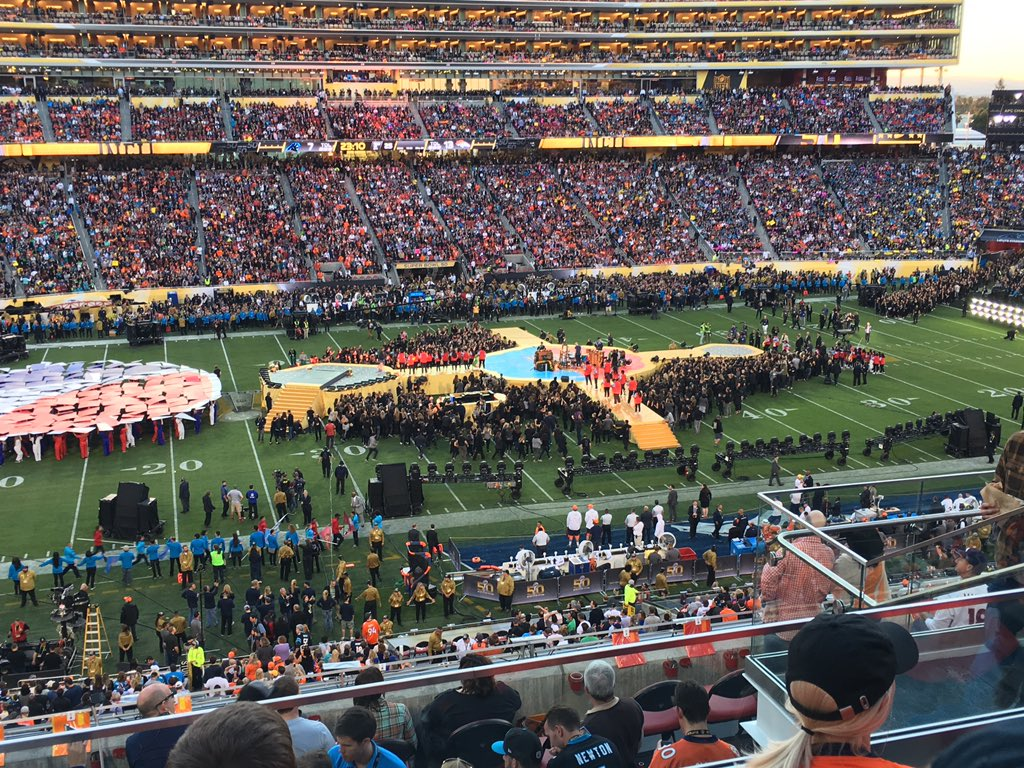 One of worst fields in the league, players slipping, so let's throw a stage and 10,000 more people on it! #SB50 https://t.co/p9LhHNaAFi