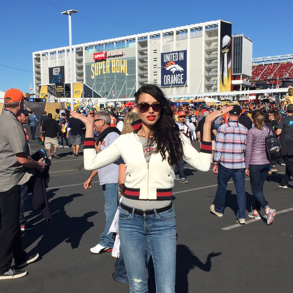 RT @VSSportOfficial: We out here! @AdrianaLima is READY for some ????! #SB50 https://t.co/yRBU4VRfsM