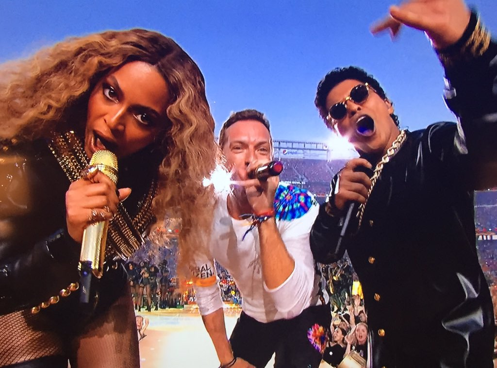 Squad goals #SB50 #HalftimeShow https://t.co/dta3Jc11J9