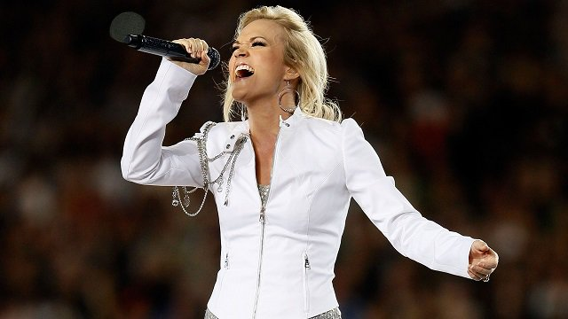 That time our girl @carrieunderwood nailed the National Anthem at #SuperBowl XLIV https://t.co/ROnb7HPxzt