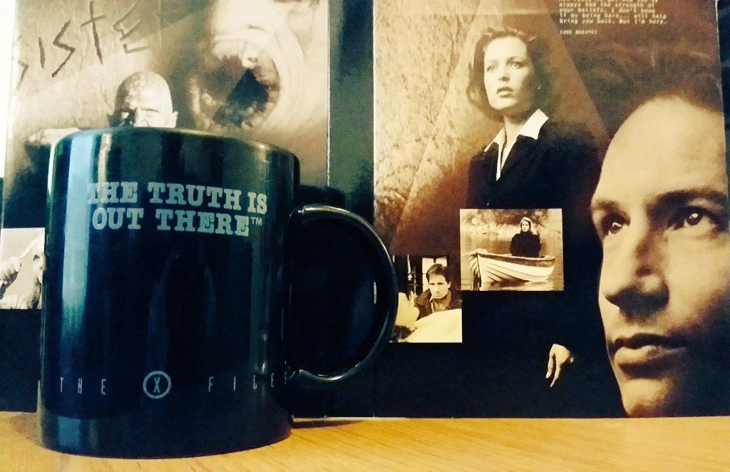 I've had this mug for quite a while! Official and everything. Perfect for @thexfiles viewing! #XFilesRevival https://t.co/oI72rWz6ok