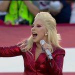 【第50回 #スーパーボウル 】ついにレディー・ガガが鮮やかな赤のスーツで登場!巨大なアメリカ国旗の前ですばらしい歌声を披露!歌い終わるとスタジアム上空をアメリカ軍の戦闘機が通過しました! @NFLonCBS #SB50 https://t.co/A5nVcPKrzC