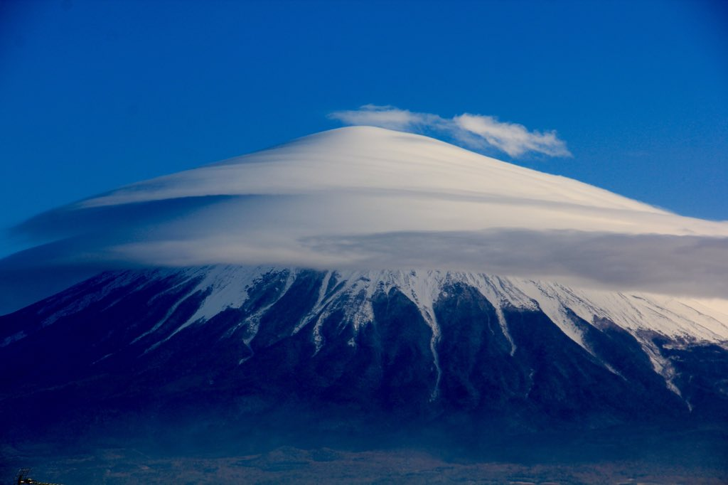 2月8日富士宮からの富士山 おはようございます(^ ^)今日は綺麗な笠雲が出ていますね~ - フォト蔵 https://t.co/K6WHJFlqT6 https://t.co/3YnlRadfgb