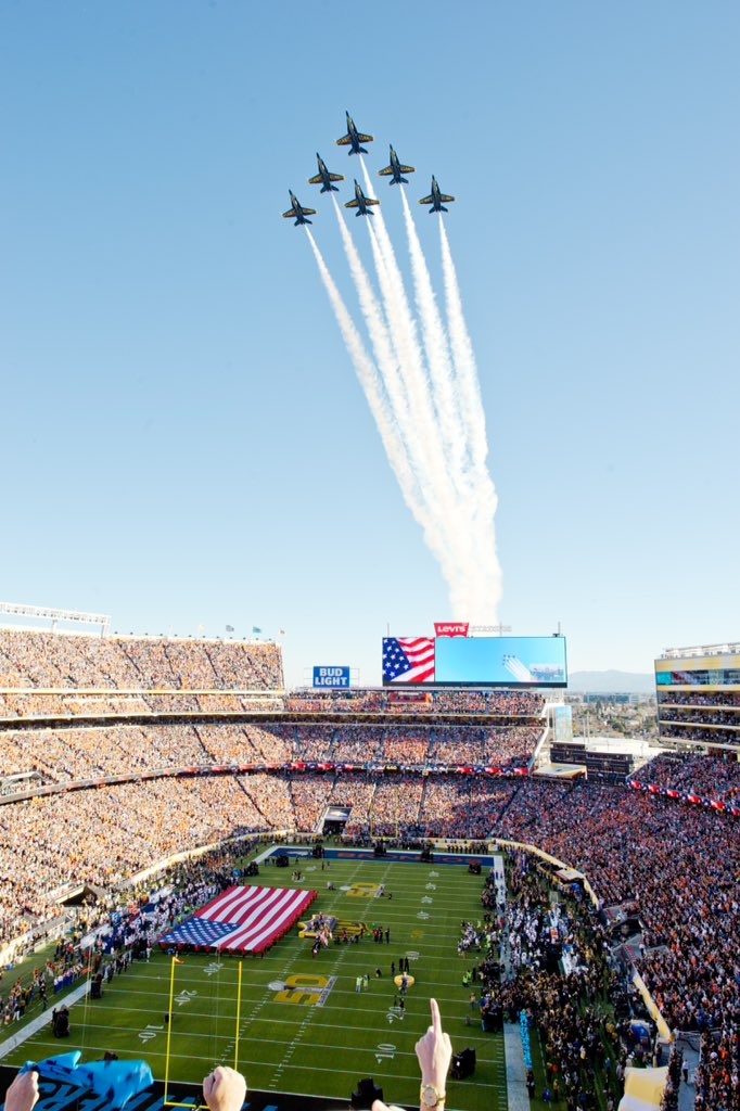 #BlueAngelsFly over #SB50! #BA70Years #America https://t.co/mcjlBqBUXN