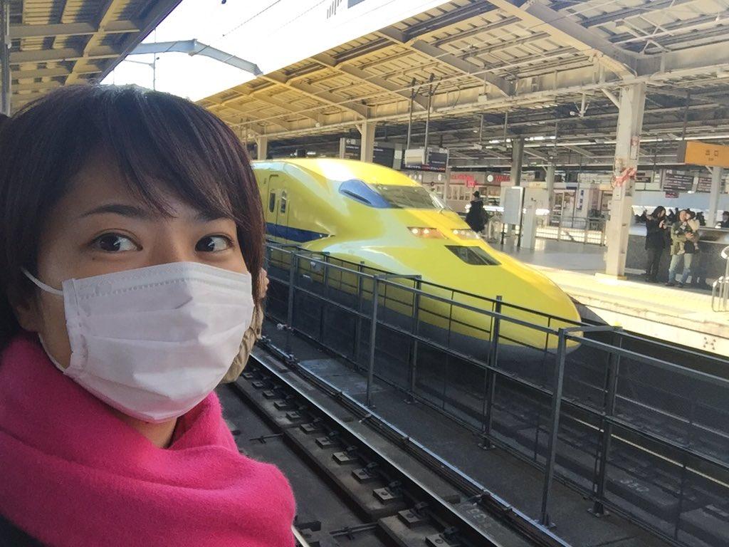 ラッキー!と思ってたら、なんと新大阪にもドクターイエローが…!!!ツーショット撮れた!すっぴんマスクですみません(^◇^;) https://t.co/MqImMQLDWo