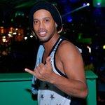Ronaldinho não cansa do carnaval de Salvador e curte mais um dia https://t.co/3k68wc8NVr #HangLoose #Globeleza #G1 https://t.co/VX6tildo8p