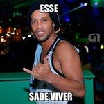 Ronaldinho não cansa do carnaval de Salvador e curte mais um dia https://t.co/3k68wbRcwR #HangLoose #Globeleza #G1 https://t.co/iWs8ofPuFY