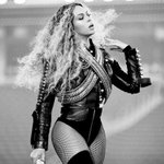 Beyonce SLAYED the Super Bowl in custom @Dsquared2 #SB50 ???????? https://t.co/AD940UEvyE