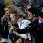 #SuperBowl50: @Coldplay, @Beyonce, @BrunoMars teamed up for a memorable #halftimeshow https://t.co/efCI8hvs2K https://t.co/0wgXYi4sSO