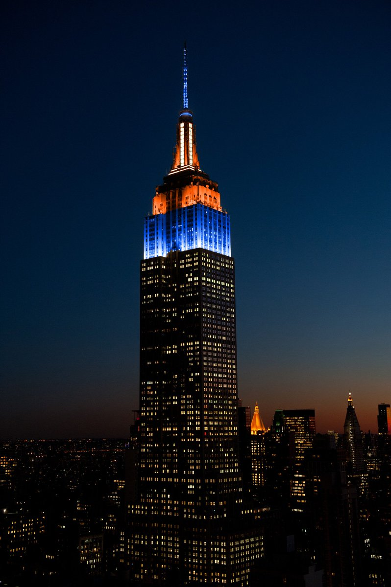 Congratulations, @Broncos! Our tower lights are sparkling in blue, orange & white to honor their #SuperBowl50 win. https://t.co/Cq2GzB9PdS